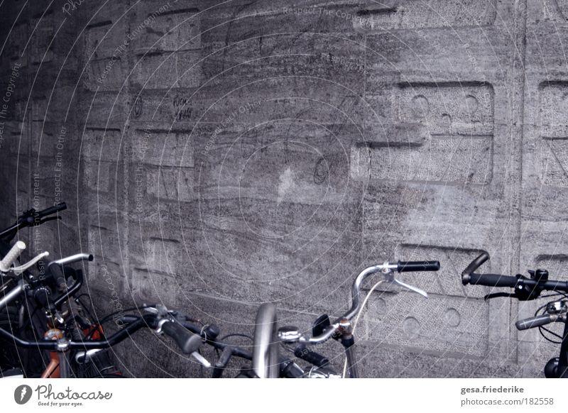 the negative Wand Gefühle Mauer Stein Stimmung Fahrrad Kunst Fassade Beton Design trist authentisch einzigartig Fahrradklingel Fahrradlenker Vandalismus