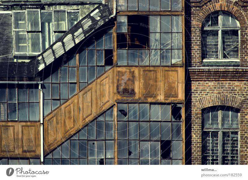 C oder NY... Fenster Wand Gebäude Mauer Architektur Vergänglichkeit Wandel & Veränderung Industrie verfallen Fabrik Verfall Wirtschaft Zerstörung stagnierend Industrieanlage Arbeitslosigkeit