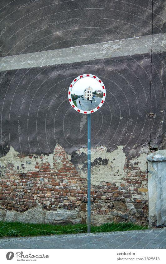 Spiegel Architektur Fassade Wand Mauer Vorderseite görlitz historisch Klassik klassisch Kleinstadt Lausitz Stadt Verkehr Verkehrssicherheit Sicherheit