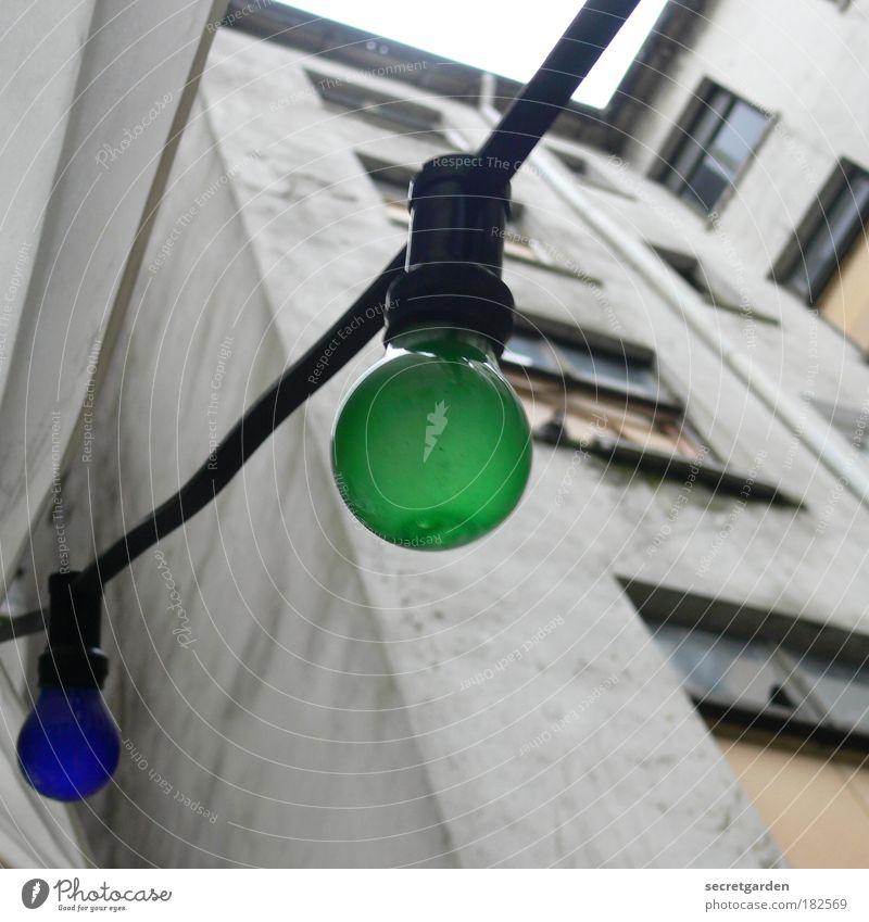 Aussterbende Rasse blau grün Haus Wand Fenster grau Mauer Lampe Glas Geburtstag Fassade Energiewirtschaft Perspektive mehrfarbig trist