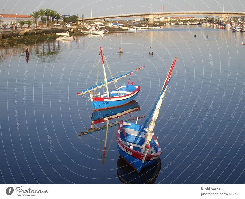 Stille Boote Wasserfahrzeug Fischer ruhig Portugal Ferne Europa Fluss Natur