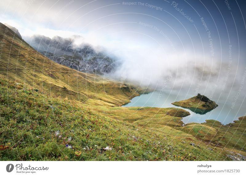 nebligen Morgen am alpinen See Schrecksee, Bayern, Deutschland Berge u. Gebirge wandern Natur Landschaft Himmel Herbst Nebel Gras Wiese Hügel Felsen Alpen Teich