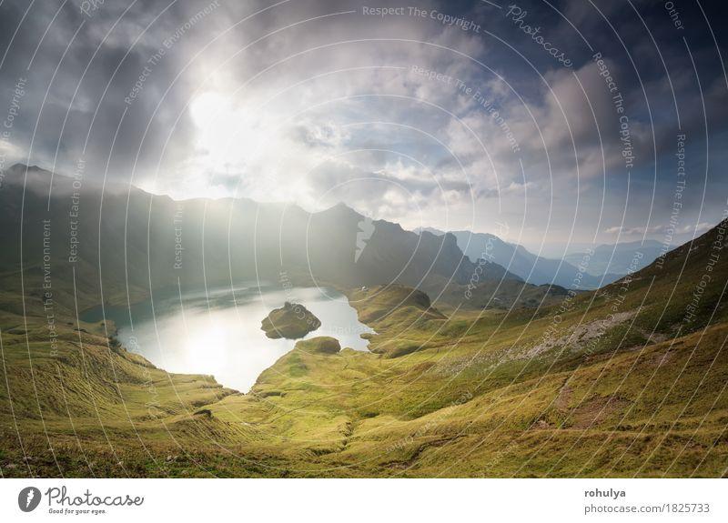 Herbst Sonnenlicht durch Wolken über alpinen See Ferien & Urlaub & Reisen Berge u. Gebirge Natur Landschaft Himmel Nebel Wiese Felsen Alpen Teich Stein wild