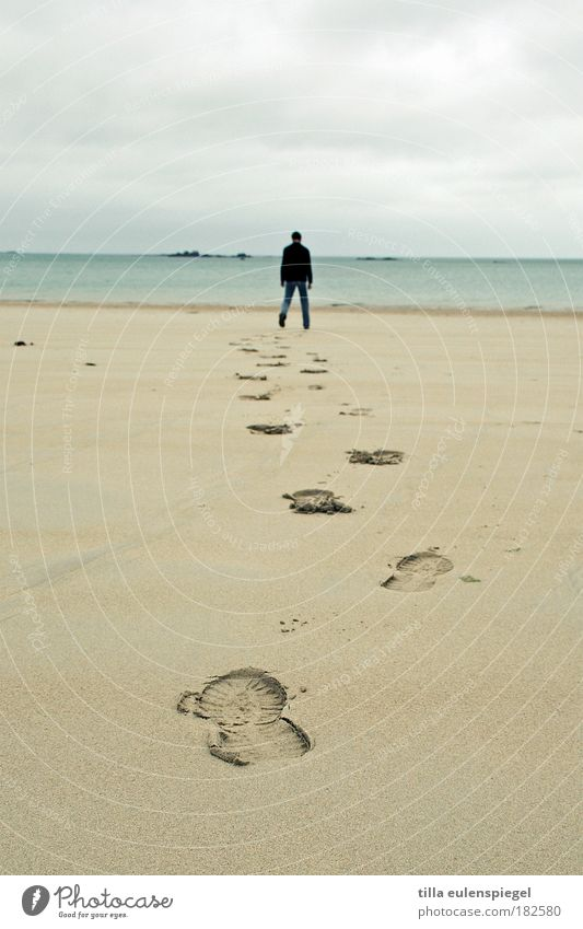 steps. Mensch Mann blau Ferien & Urlaub & Reisen Meer Strand Erwachsene Landschaft Umwelt Wege & Pfade Freiheit Küste Sand laufen maskulin Ausflug