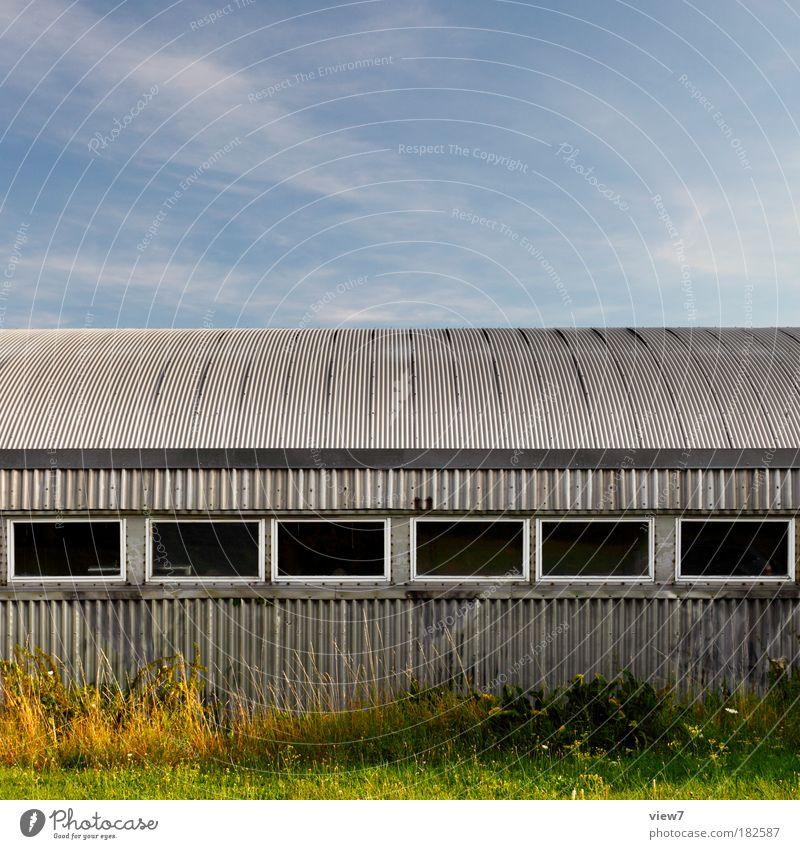 Bunkerbau alt ruhig Haus Ferne dunkel kalt Wand Fenster grau Mauer Linie Metall Zeit Fassade Ordnung