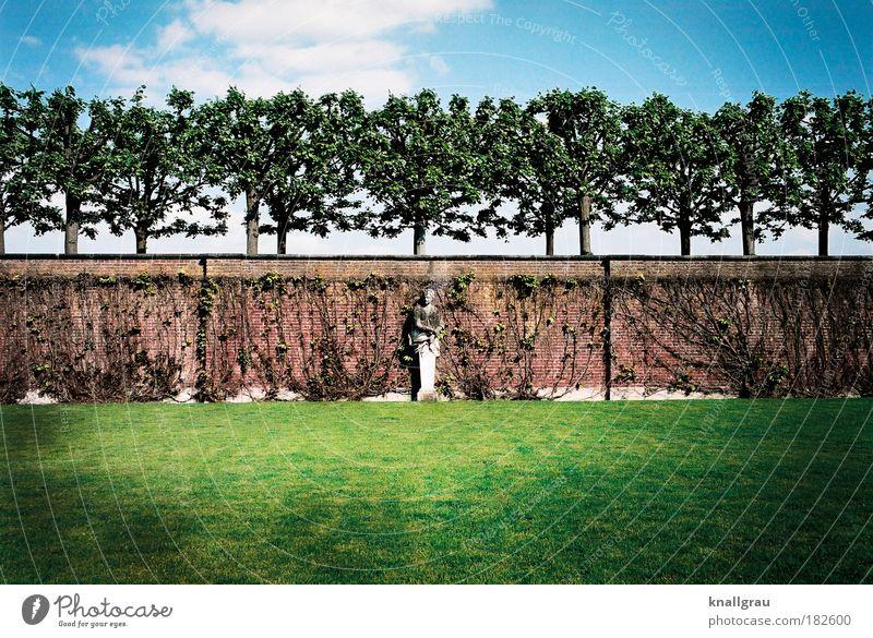 Soothe Your Soul Rasen Statue Baum Garten Mauer Pflanze Sommer Pause Erholung Ferien & Urlaub & Reisen bewegungslos Geometrie Kunst Park Ordnung Einsamkeit