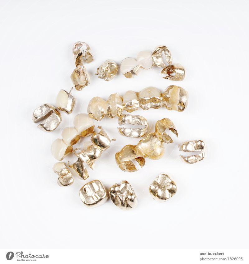 Zahngold alt weiß gold Zähne Handel Recycling Zahnarzt Kostbarkeit Schrott dental Zahnersatz Vor hellem Hintergrund