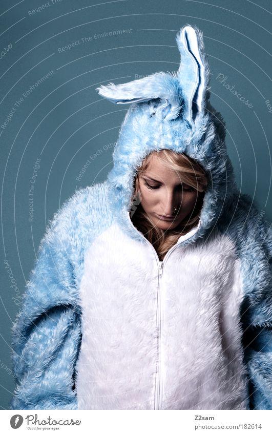 Zu Spät Mensch blau schön Traurigkeit träumen blond stehen niedlich Ostern weich Ohr Fell Beruf Schmerz Anzug Hase & Kaninchen