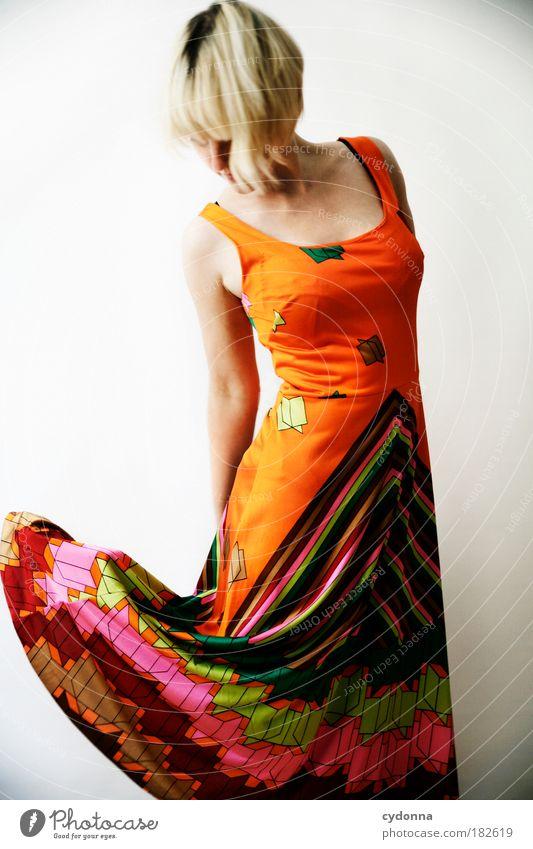 Rockzipfel Frau Mensch Jugendliche schön Erwachsene Leben Freiheit Bewegung Stil Mode Wind elegant fliegen Bekleidung Energie Design