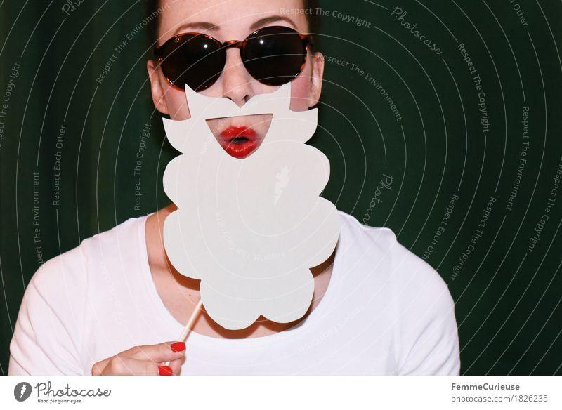 Rauschebart_1826242 Freude feminin Junge Frau Jugendliche Erwachsene Mensch 18-30 Jahre Kreativität gebastelt Karton Papier aufgespiesst festhalten Bart