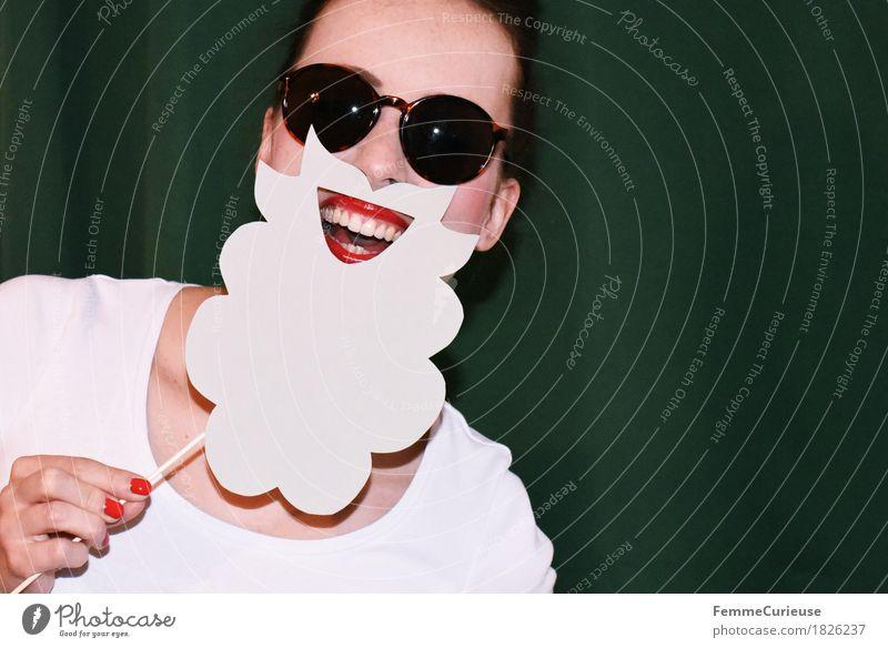 Rauschebart_1826237 Freude feminin Junge Frau Jugendliche Erwachsene Mensch 18-30 Jahre Lebensfreude Leichtigkeit Damenbart Weihnachtsmann maskulin aufgespiesst