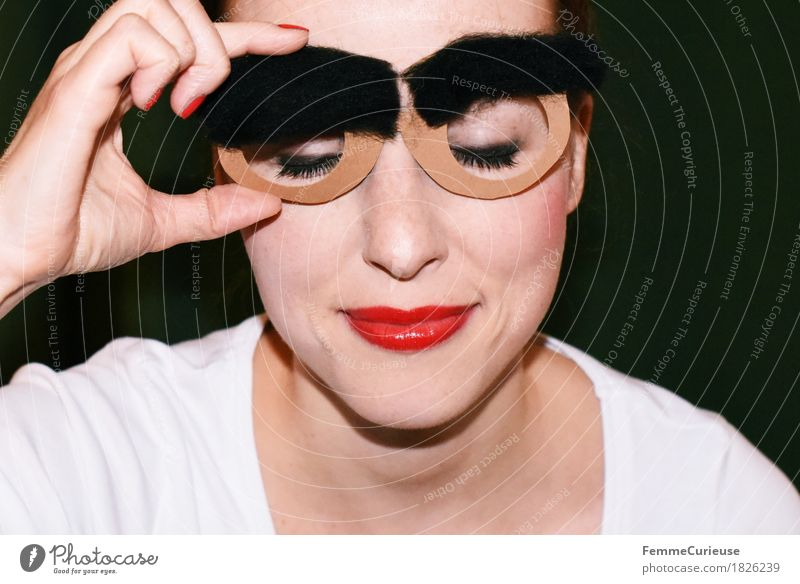 Augenbrauen_1826239 Freude feminin Junge Frau Jugendliche Erwachsene Mensch 18-30 Jahre buschig Behaarung schwarz dunkelbraun zupfen Brille Papier gebastelt