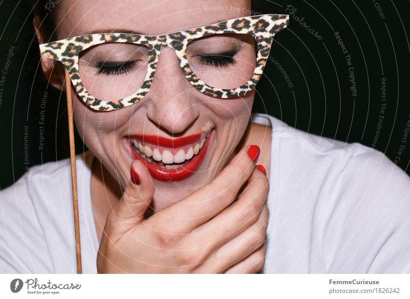 Sehhilfe_1826242 Freude feminin Junge Frau Jugendliche Erwachsene Mensch 18-30 Jahre Faschingsbrille Karneval Party Partygast Feste & Feiern Brillenträger
