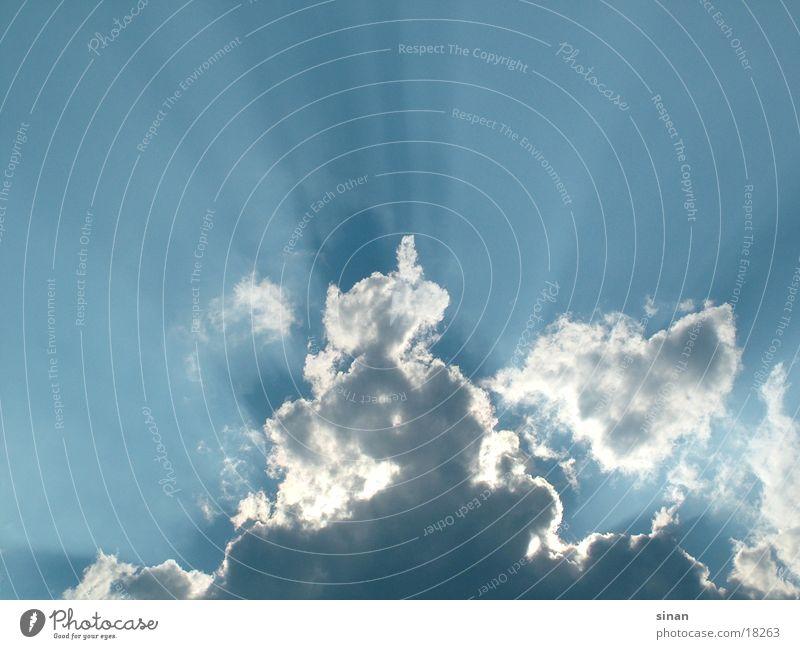Wolken Licht Sonnenstrahlen schön Freundlichkeit kalt nass weiß Muster Strahlung Physik himmlisch Gegenlicht Schatten Himmel blau Farbe Regen Wasser Wetter