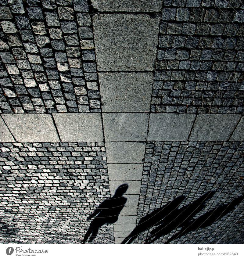 heavy cross Mensch Stein Menschengruppe Schatten Christliches Kreuz Kopfsteinpflaster Pflastersteine Fußgänger Christentum Bodenplatten Schattenspiel
