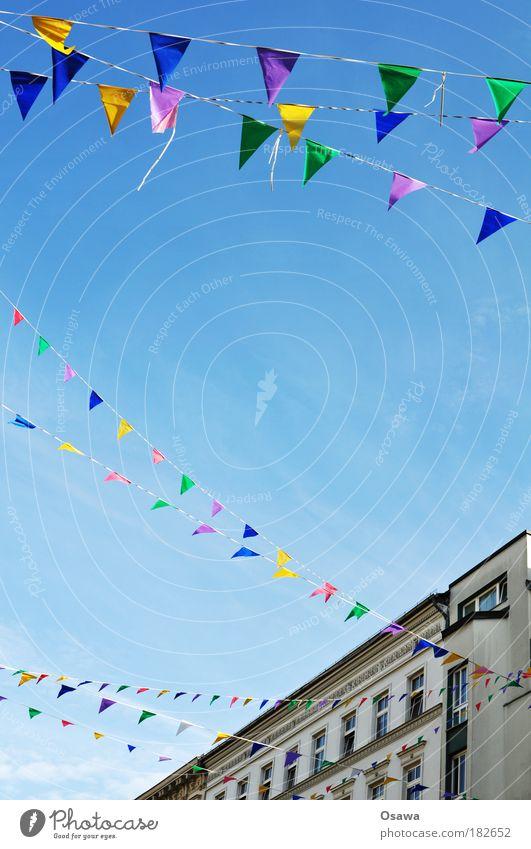 Partykeller Himmel blau Stadt Ferien & Urlaub & Reisen Freude Farbe Jubiläum Glück Party lustig Feste & Feiern Geburtstag Häusliches Leben Dekoration & Verzierung Fahne mehrfarbig