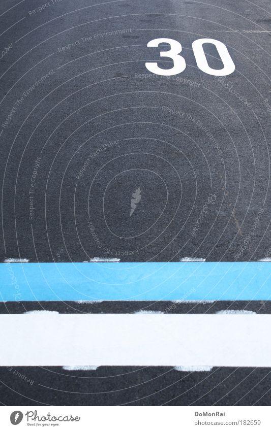 30 = Schweiz Europa Straße Zeichen Ziffern & Zahlen Schilder & Markierungen Verkehrszeichen Streifen blau grau weiß Ordnungsliebe zurückhalten Geschwindigkeit