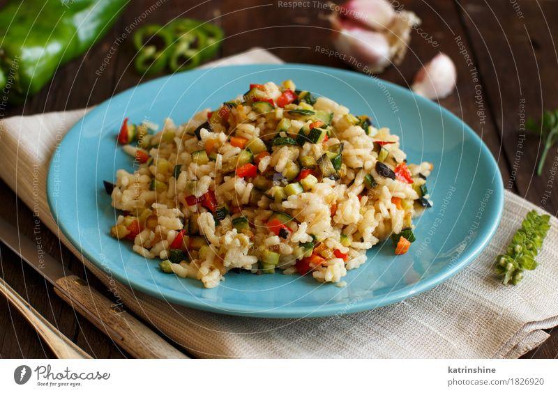 Risotto mit Gemüse Lebensmittel Getreide Ernährung Mittagessen Abendessen Vegetarische Ernährung Diät Teller Flasche Gabel Holz lecker Koch kochen & garen