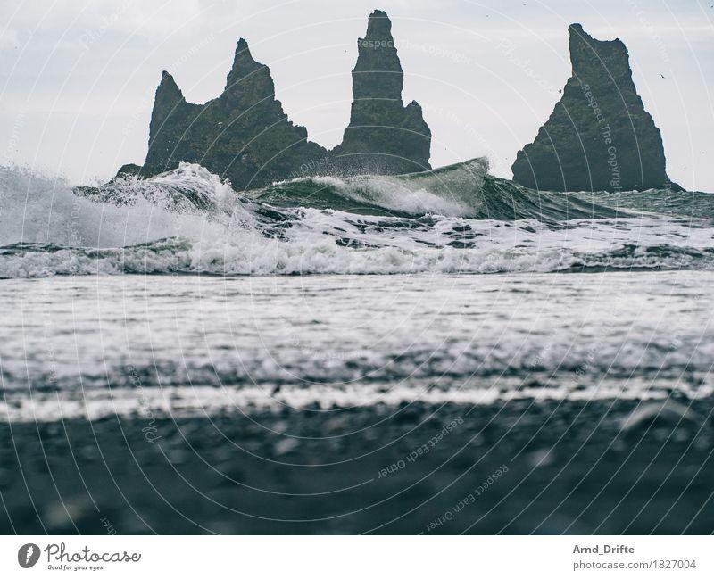 Island - Vík í Mýrdal Himmel Natur Ferien & Urlaub & Reisen Wasser Meer Landschaft Ferne Strand dunkel Küste Sand Felsen Horizont Wellen Ausflug ästhetisch