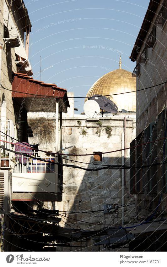 Wo bitte gehts zum Felsendom? Ferien & Urlaub & Reisen Stadt Mauer gold fantastisch einzigartig Balkon entdecken Hauptstadt Wahrzeichen Gasse Sehenswürdigkeit