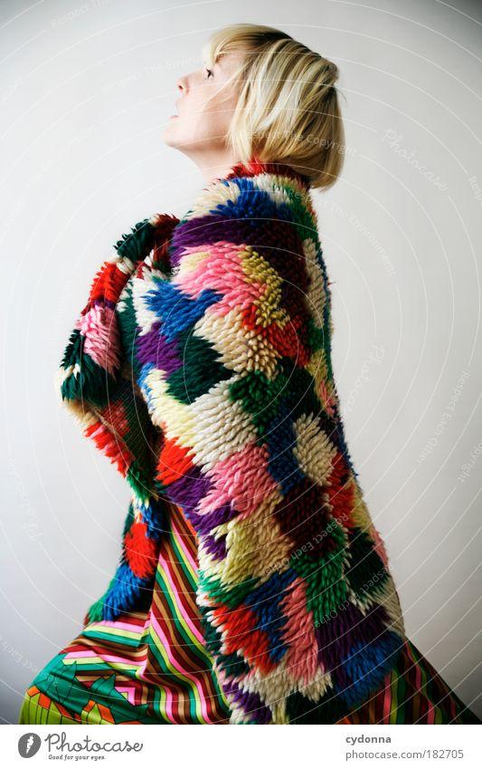 Overdressed Frau Mensch Jugendliche schön Leben Stil Freiheit träumen Kraft Mode Erwachsene Design elegant Bekleidung Lifestyle Sicherheit