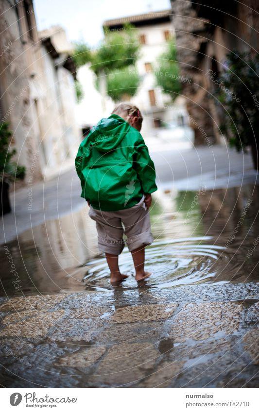 Plitsch Platsch Reflexion & Spiegelung Freizeit & Hobby Ferien & Urlaub & Reisen Ausflug Abenteuer Mädchen Fuß 1 Mensch Umwelt Natur Wasser Regen Pfütze