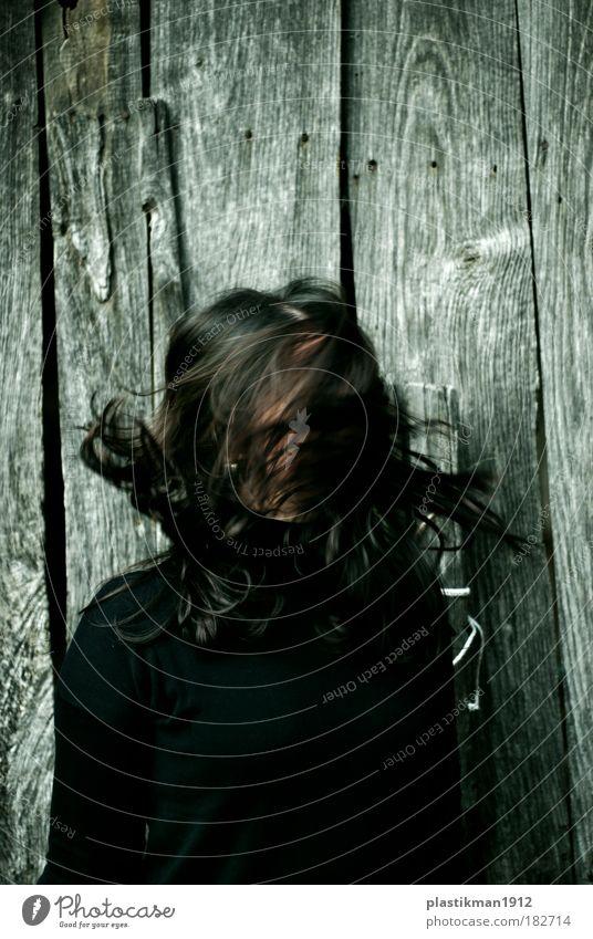 Frau schwarz feminin Bewegung Haare & Frisuren verrückt wild außergewöhnlich anonym langhaarig schwarzhaarig Haarsträhne gesichtslos zerzaust unerkannt