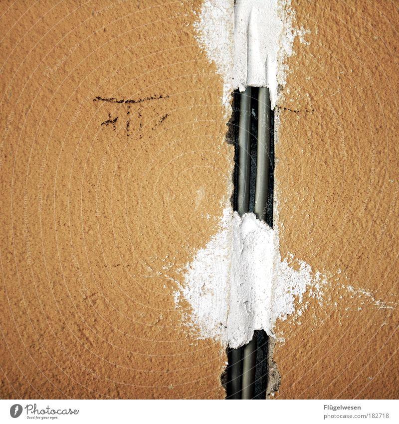 """""""Das muß reichen"""" Arbeit & Erwerbstätigkeit Wand Mauer Beton Elektrizität Kabel Baustelle Häusliches Leben außergewöhnlich Gelassenheit Stahlkabel Renovieren"""