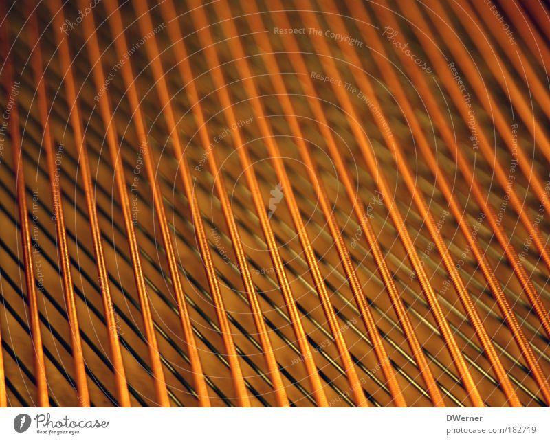 Piano Stil Design Konzert Oper Opernhaus Musiker Orchester Klavier hören Klang Saite Flügel Musikinstrument orange Metall Kupfer Farbfoto Gedeckte Farben