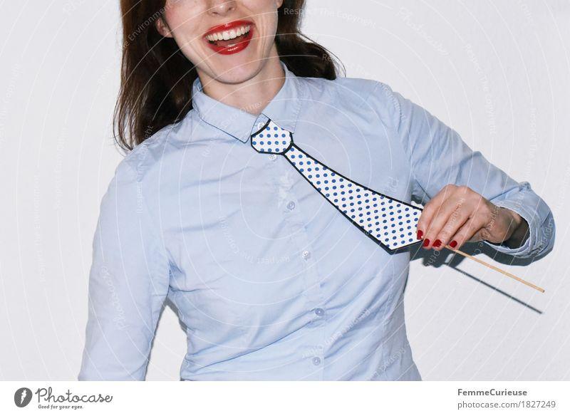 Krawatte_1827249 feminin Junge Frau Jugendliche Erwachsene Mensch 18-30 Jahre Freude maskulin aufgespiesst gepunktet festhalten Bluse Hemd hell-blau lachen