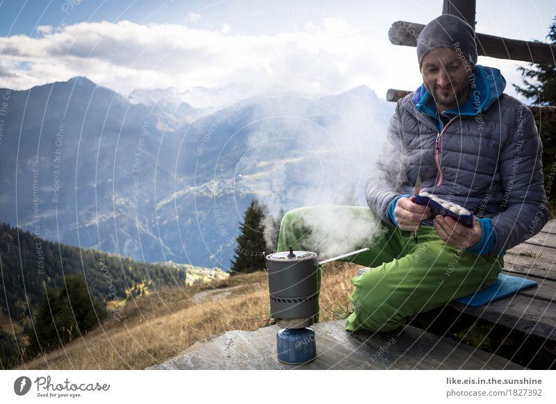 Weißwurstfrühstück mit Aussicht II Natur Jugendliche Mann Junger Mann Erholung Ferne Berge u. Gebirge Erwachsene Leben Herbst Freiheit maskulin Zufriedenheit