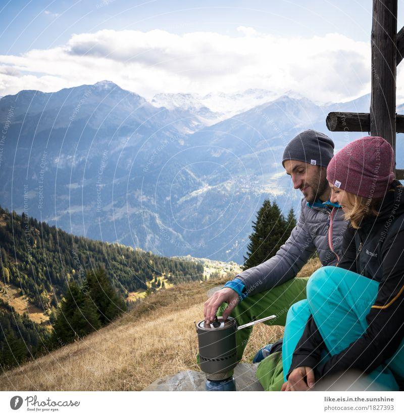 Weißwurstfrühstück mit Aussicht Ernährung Ausflug Freiheit Sommerurlaub Berge u. Gebirge wandern Klettern Bergsteigen maskulin feminin Frau Erwachsene Mann