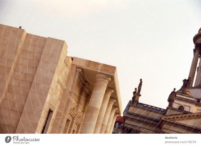 Gendarmenmarkt I Berlin Architektur verrückt Taube Dom Kulisse Sandstein