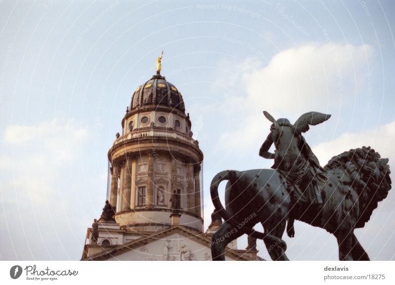 Gendarmenmarkt II Französische Kirche Skulptur Löwe Kuppeldach Blick Architektur Berlin Engel Dom Religion & Glaube