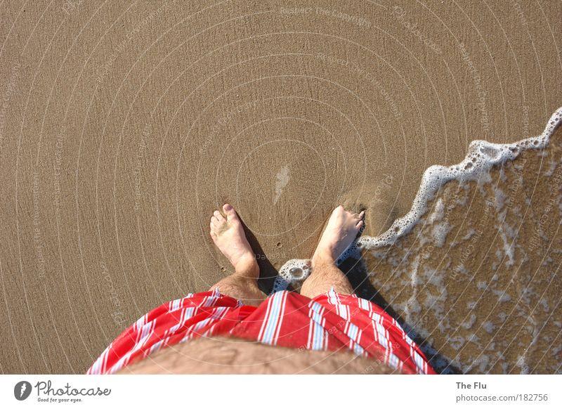 Walking on the beaches Mensch Mann Wasser Ferien & Urlaub & Reisen Sommer Sonne Meer Strand Erwachsene Küste Sand Beine Fuß braun Schwimmen & Baden Wellen