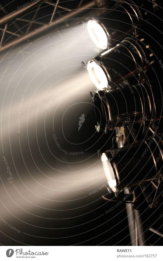 einer ist defekt Außenaufnahme Nacht Veranstaltung Show Konzert Open Air Bühne Stimmung Lichtstimmung