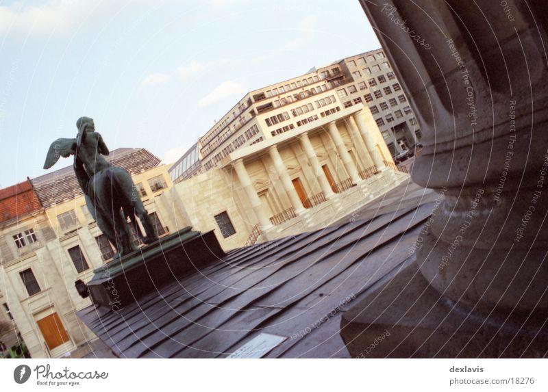 Gendarmenmarkt V Kulisse Skulptur Löwe Theater Konzerthaus Architektur Berlin Dom Säule Engel