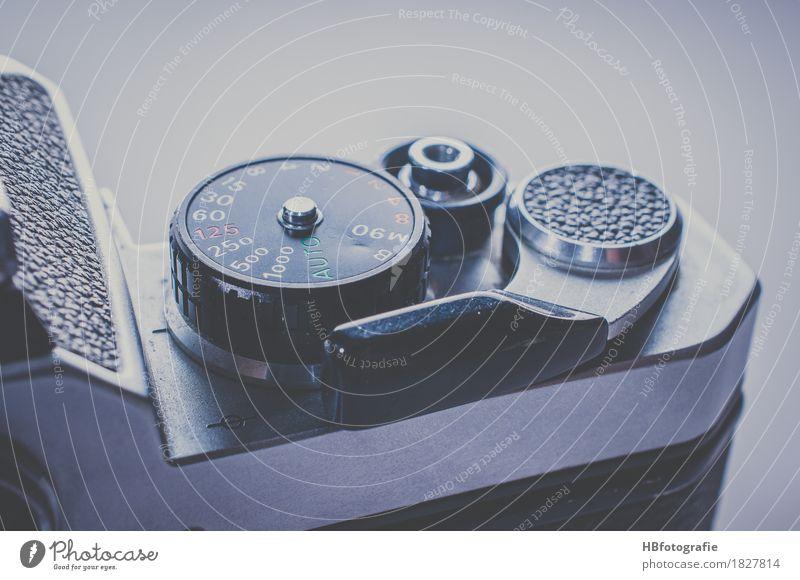 Kamera Lifestyle Stil Kunst Design Metall Freizeit & Hobby Zufriedenheit ästhetisch Kultur Fotografie Fotokamera Leidenschaft Fotografieren Fototechnik Auslöser