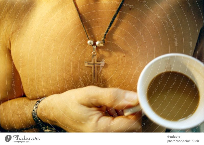 Milchkaffee Mann Hand Haare & Frisuren Körper Rücken Kaffee trinken Brust Frühstück Tasse