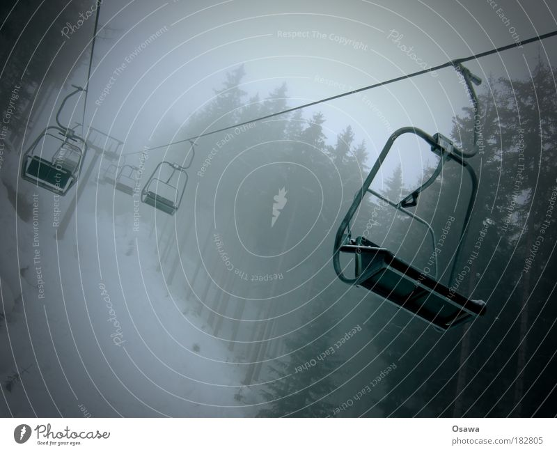 Sessellift to hell Baum Wolken Wald Schnee Berge u. Gebirge grau Regen Nebel Seil Verkehr trist Alpen Unwetter Textfreiraum Personenverkehr