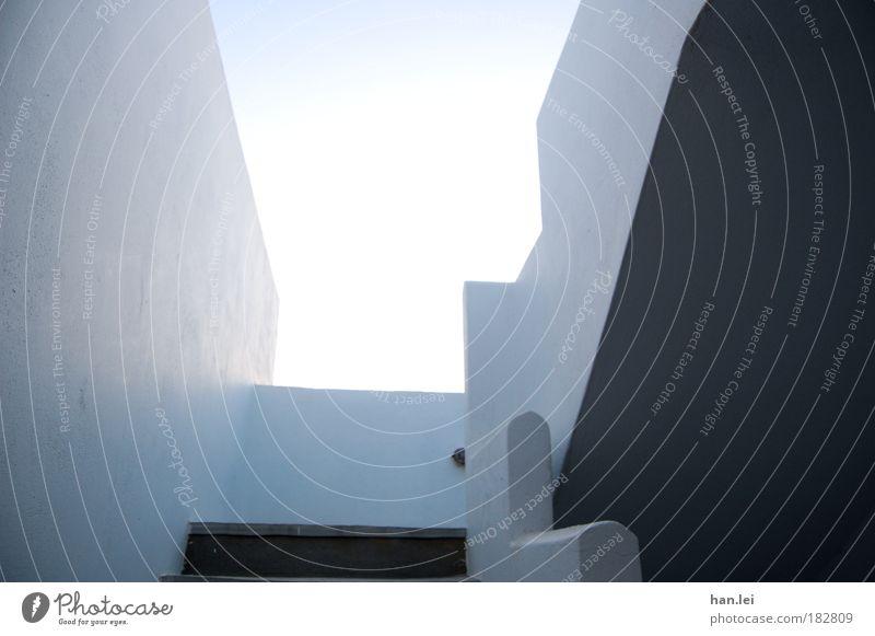 Stairway to heaven weiß blau Sommer Ferien & Urlaub & Reisen ruhig Haus Wand Stein Architektur Treppe Dach Häusliches Leben Innenarchitektur Gelassenheit Balkon