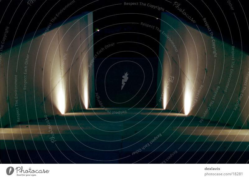Treppe Licht dunkel Abschied ungewiss Architektur Wege & Pfade abwärts Kontrast hell Angst