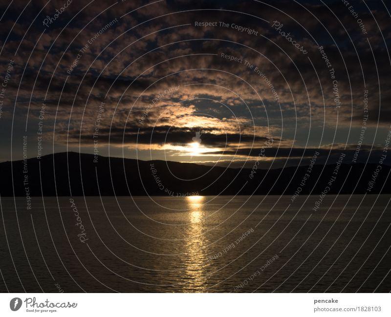 genießen | nachtruhe Landschaft Urelemente Wasser Himmel Wolken Herbst Berge u. Gebirge Fjord Meer authentisch dunkel Frieden Gelassenheit Horizont Idylle