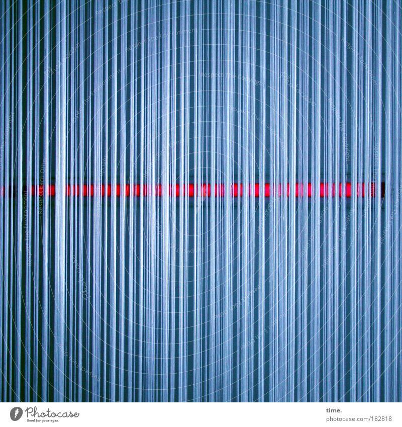 Quertreiber Vorhang Schnur blau rot leuchten Stab Licht tiefgründig Innenaufnahme vertikal horizontal geheimnisvoll mystisch Rätsel fein Struktur Ecke