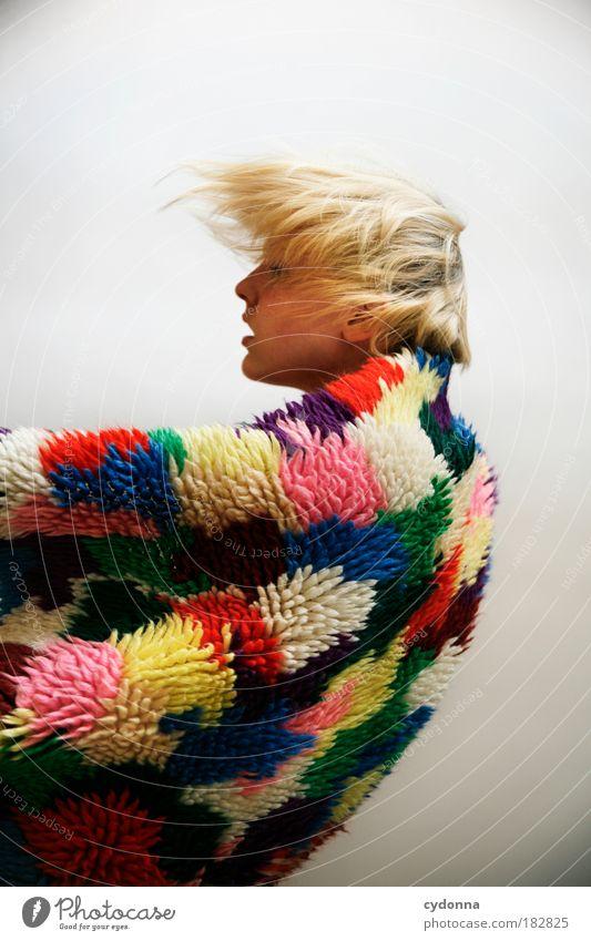 Sturm Frau Mensch Jugendliche schön Gesicht Farbe Leben Freiheit Stil Bewegung träumen Erwachsene Wind elegant Mode Studioaufnahme