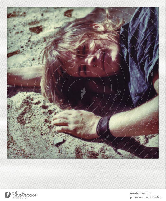 Sound Of Silence Mensch Mann Hand blau Strand Erwachsene Gesicht Auge gelb Erholung Kopf Haare & Frisuren Sand träumen braun Mund