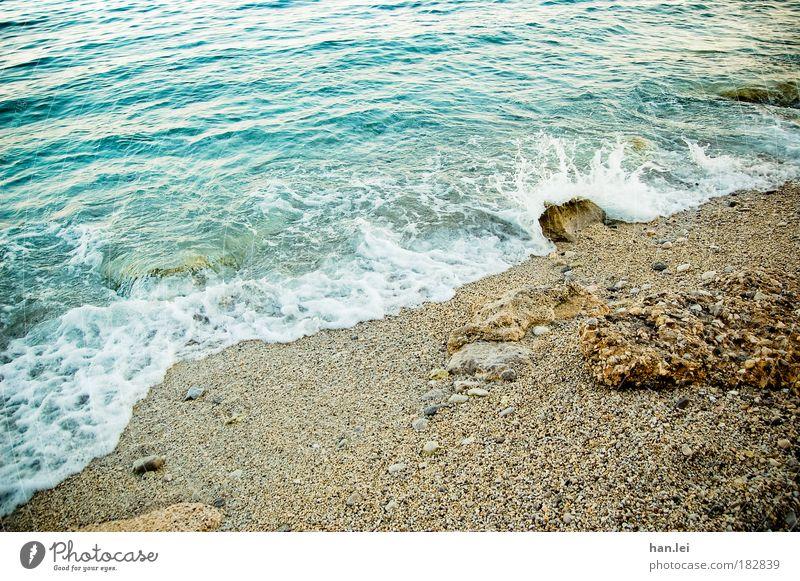 Rauschend Natur Wasser Meer blau Strand Ferien & Urlaub & Reisen Erholung Sand braun Kraft Wellen Küste glänzend Wind Wassertropfen Felsen