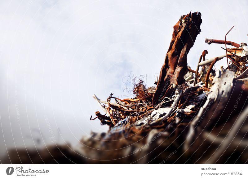 herausragen .. Metall Vergänglichkeit Bauwerk Müll Stahl Rost trashig Überraschung Aquarium Aggression unordentlich Vollbart Schrott Hausbau Baustelle rebellieren