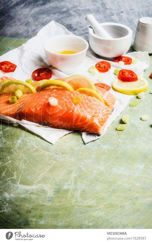 Stück Lachsfilet mit Zitrone Lebensmittel Fisch Kräuter & Gewürze Öl Ernährung Mittagessen Abendessen Festessen Bioprodukte Diät Geschirr Stil Design