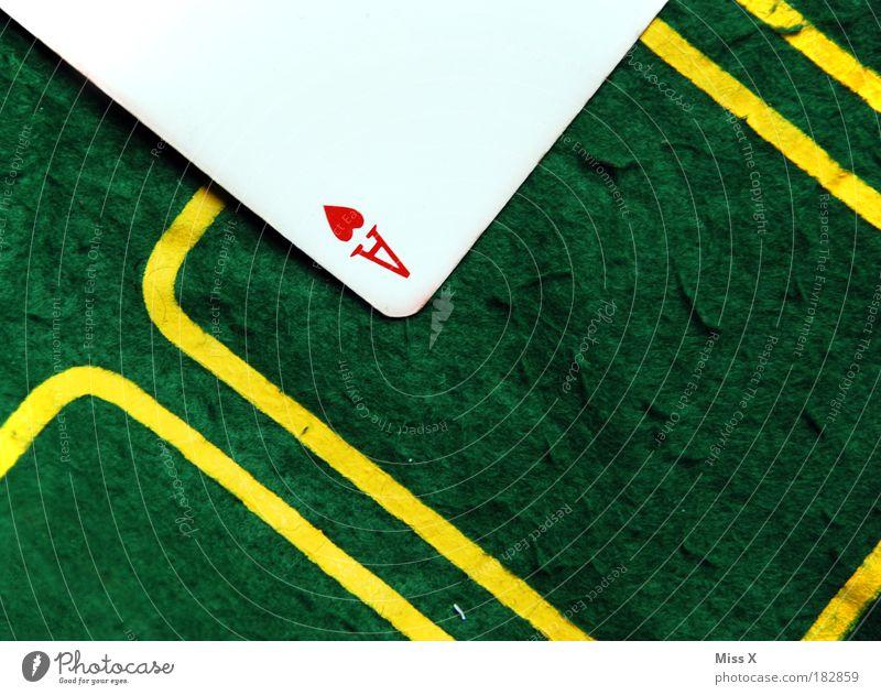 Pokern macht irre Spaß ;-) Freude Spielen Glück Freizeit & Hobby Lifestyle einfach Reichtum Ass Spielkarte Spielkasino Nachtleben Filz Spielzeug Wette